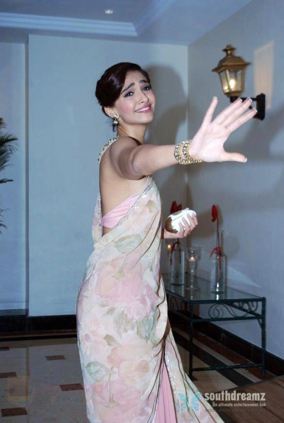 hpse_fullsize_34664_3440499523_Sonam_Kapoor_at_Rahul_Mishra_celebrates_6_years_in_fashion_with_Grazia_in_Taj_Lands_End_on_26th_June_2014_(484)_53ad77813a1fc_(1)