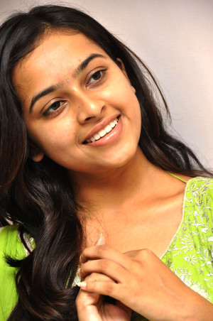 Sri_Divya_latest_photos_at_Mallela_Teeramlo_pm_016