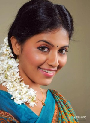 actress-anjali-real-life-photos-16