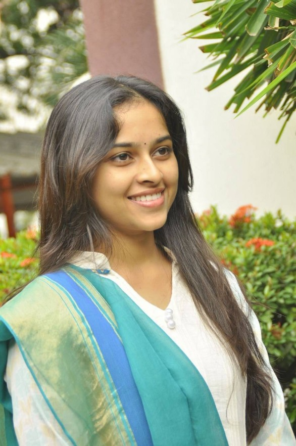 Sri-Divya-Stills-At-Vellaikaara-Durai-Movie-Press-Meet-2