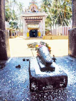 Sri Saneeswara Baghwan (Saturn) Temple – Kuchanur